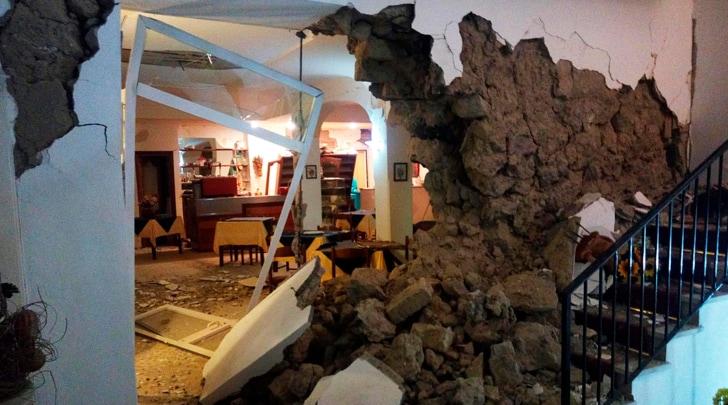 Ischia, terremoto di magnitudo 4.0. Due vittime, estratti vivi tre bambini