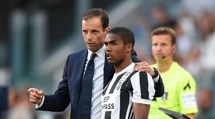 Verso Genoa-Juventus: Allegri tentato da Douglas Costa