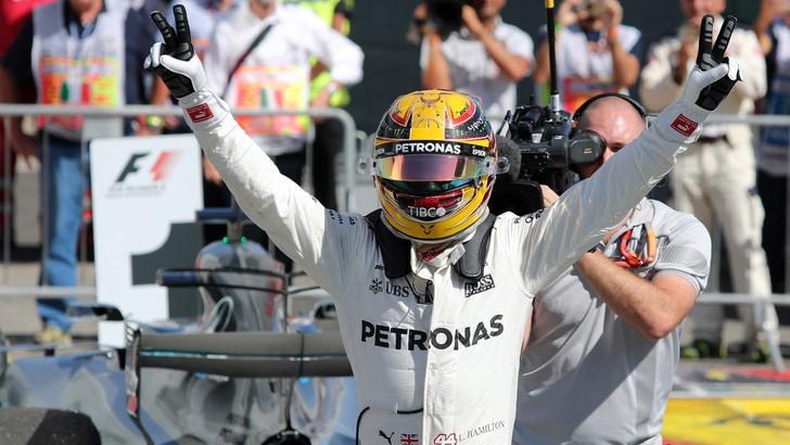 F1, Hamilton: «Per il mondiale c'è ancora tanta strada»