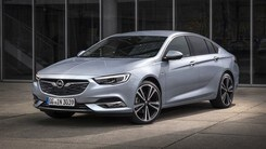Opel Insignia, debutta il 2.0 biturbo diesel da 210 CV