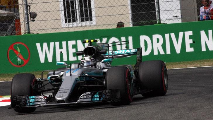 F1, a Monza Mercedes flash nei box