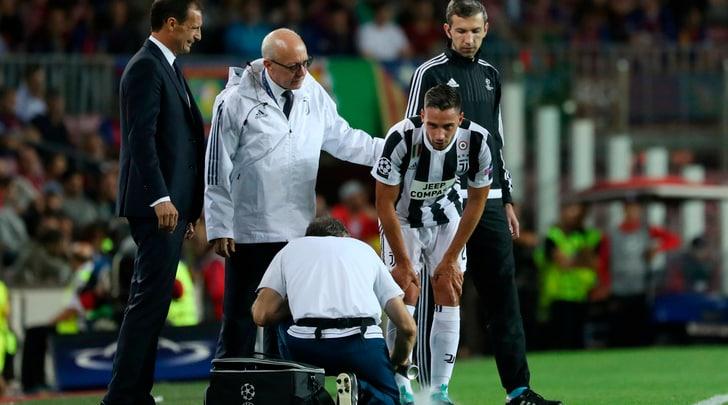 Juventus, De Sciglio esce con le stampelle dal Camp Nou