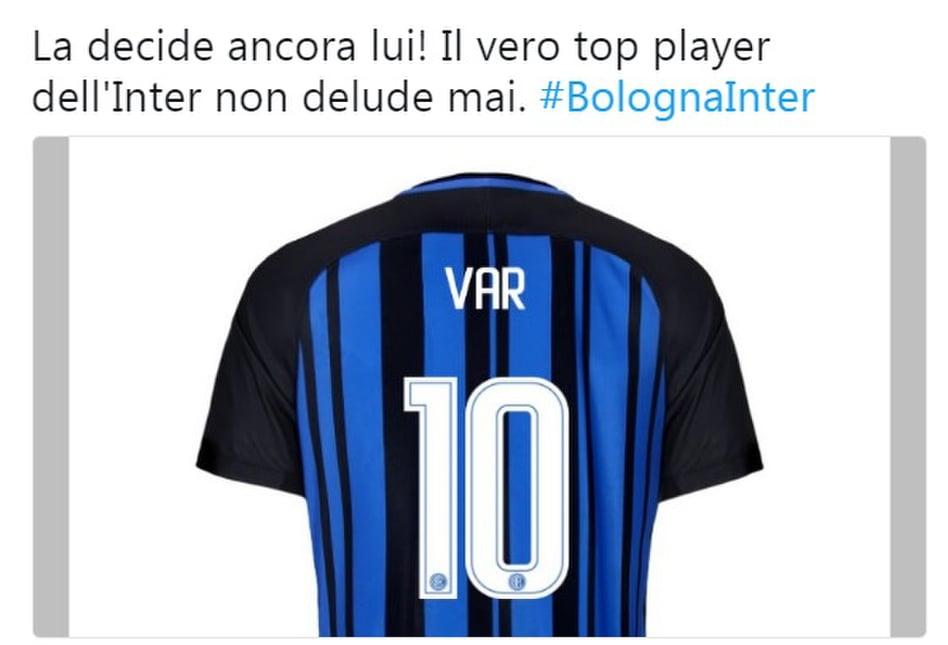 Inter, rigore con il Var anche a Bologna e i social si scatenano