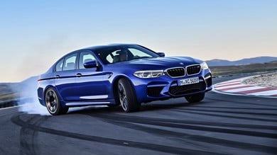 """BMW M5, al semaforo """"dà la paga"""" alla Ferrari Portofino"""
