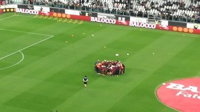 Juventus-Torino: i granata con il rito derby, in cerchio nel riscaldamento