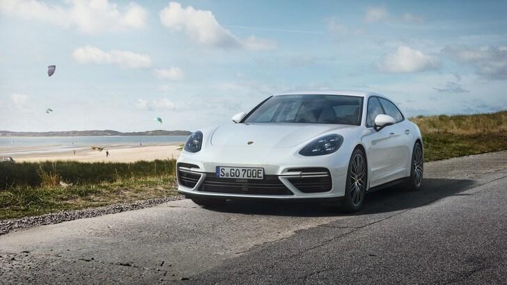 """Porsche Panamera Sport Turismo E-Hybrid, prestazioni """"green"""""""