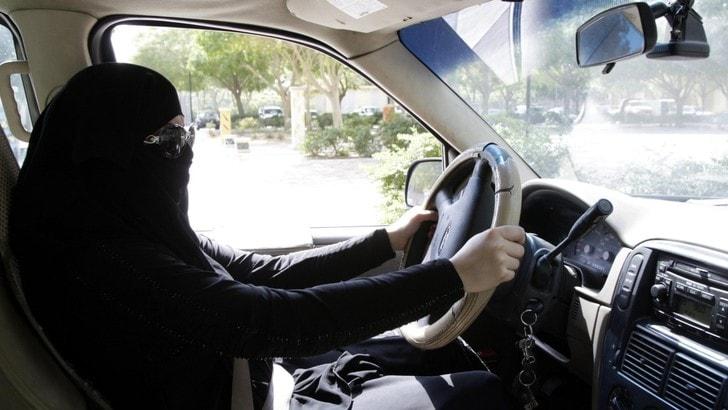 Arabia Saudita, le donne potranno finalmente guidare