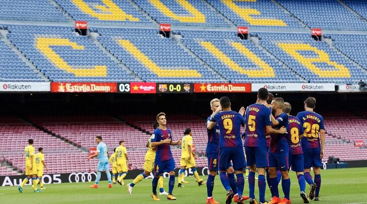 Il Barça celebra il primo gol in un Camp Nou deserto