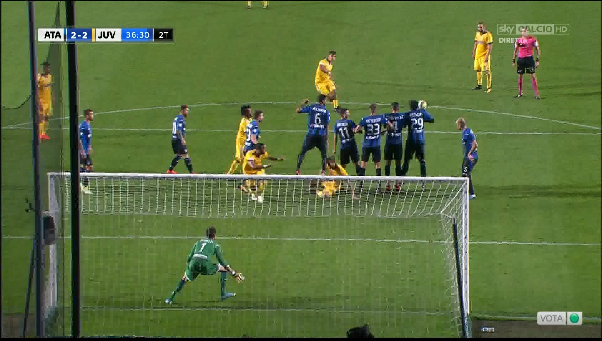 Atalanta-Juventus, Petagna la tocca in area: è rigore