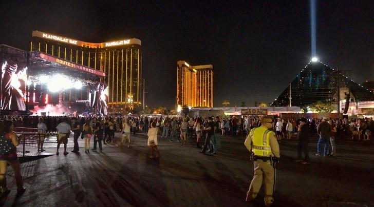 Las Vegas, spari durante il concerto: 50 morti e 400 feriti