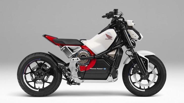 Honda Riding Assist-e, la moto elettrica sta in piedi da sola