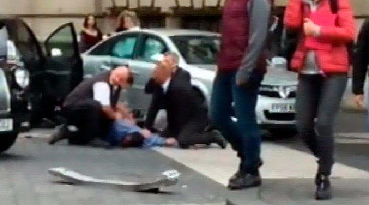 Londra, auto contro i pedoni su un marciapiede: ci sono feriti