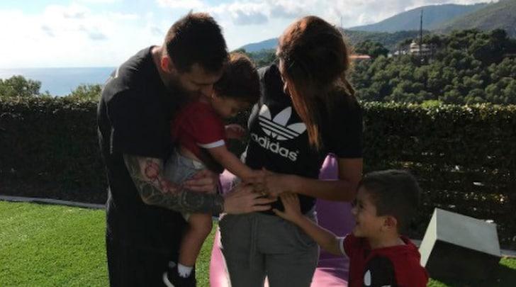 Messi papà per la terza volta: la moglie Antonela conferma su Instagram