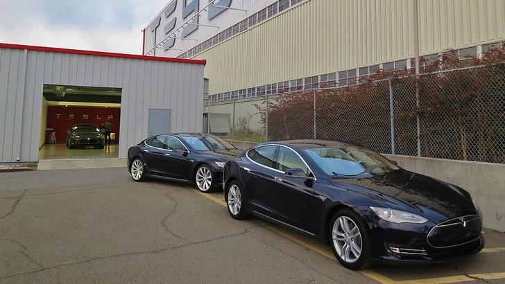 Tesla negli USA manda a casa centinaia di lavoratori