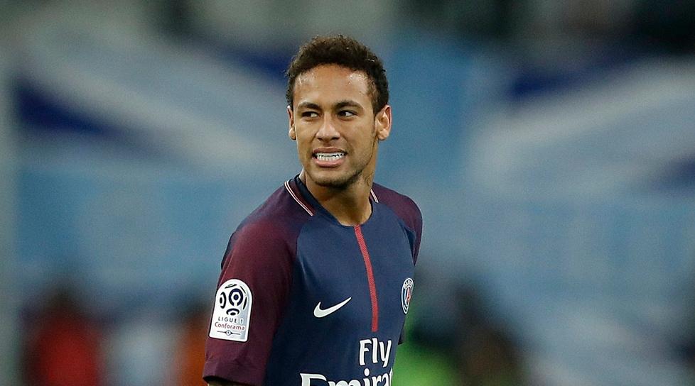 Tutela particolare per Neymar: durante gli allenamenti sarebbero infatti vietati contrasti duri sulle caviglie del numero 10 per evitare spiacevoli infortuni