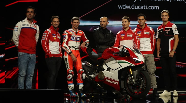 EICMA: Stoner svela la nuova Ducati Panigale V4