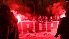 Europa League, i tifosi dell'Austria Vienna invadono Piazza Duomo