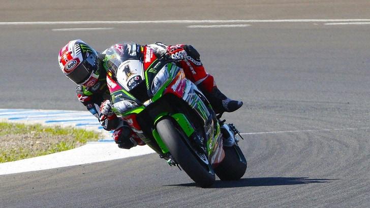 Sbk, sul circuito di Jerez si scaldano i motori