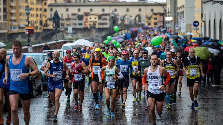 8500 finisher scaldano la Firenze Marathon. Sull'arrivo anche Icardi e Borjia Valero