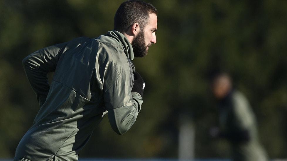 Ultimo allenamento a Vinovo prima di partire per Atene: l'attaccante croato in gruppo