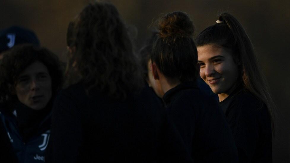 La squadradi Rita Guarino, al comando solitario della classifica del massimo campionato femminile, si allena per la prossima sfida contro i viola sul campo Ale & Ricky di Vinovo (8 dicembre alle 20.45)