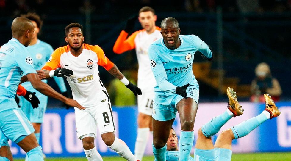 La squadra di Fonseca supera il turno grazie alle reti di Bernard e Ismaily. Il rigore trasformato da Aguero nel finale non basta ad evitare la prima sconfitta stagionale per Guardiola. Napoli in Europa League