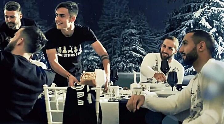 Auguri Di Natale Juventus.Blackandwhitexmas Juventus Arrivano Gli Auguri Di Natale Tuttosport