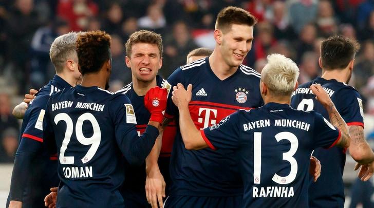 Bundesliga, Bayern vince a Stoccarda, Francoforte beffato dallo Schalke: 2-2