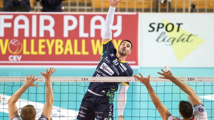 Volley: Champions League, Trento prima domina poi crolla
