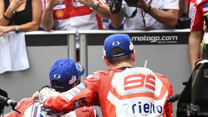MotoGp, Lorenzo: «Io e Dovi possiamo giocarci il titolo»
