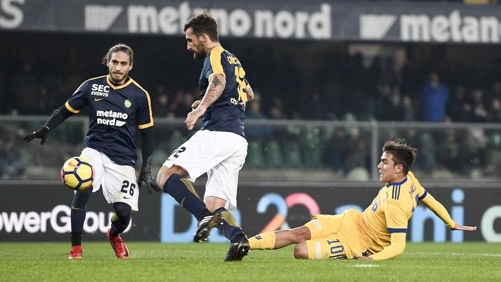 Juventus, il segreto con cui Dybala ha imparato a usare il destro: carta e penna!