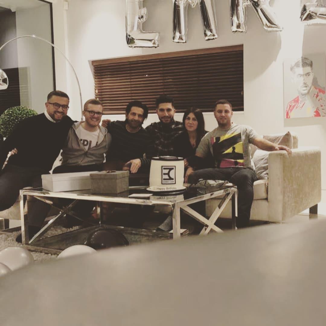 Il tedesco del Liverpool, ai dettagli con la squadra di Allegri, dedica il suo giorno più importante alla famiglia e posta su Instagram le immagini della serata: «Grazie a tutti voi per gli auguri e alla mia famiglia per la sorpresa, sono super felice»