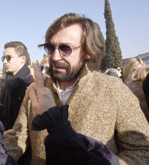 L'ex campione della Juventus si commuove nel dare l'ultimo saluto al fondatore della società di calcio Voluntas, per 37 anni serbatoio del settore giovanile del Brescia calcio, che per primo lo lanciò