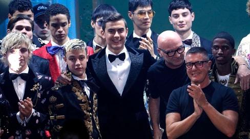 Dybala modello: eccolo alla sfilata della Fashion Week di Milano