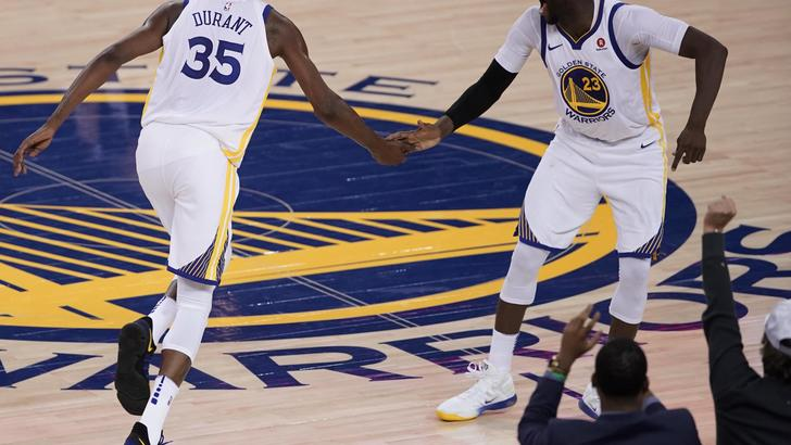 Nba, Golden State vince anche a Toronto