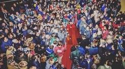 Bernardeschi, bagno di folla a Carrara: «Tornare a casa è speciale»