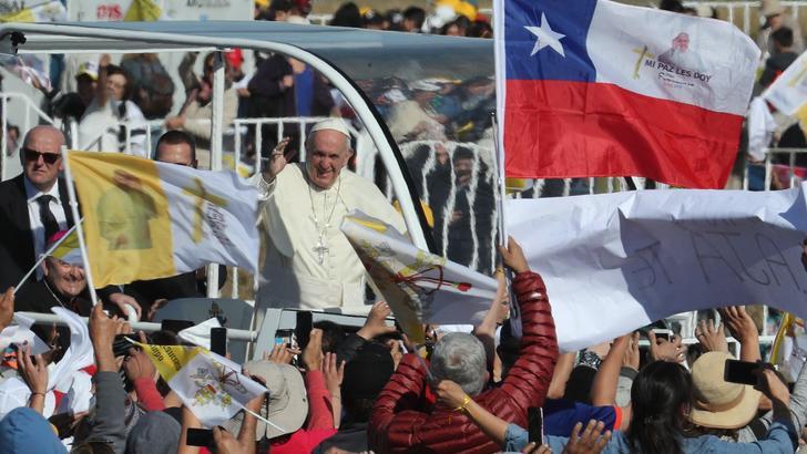 Papa in Cile, no a violenze per diritti