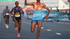 Dubai Marathon più veloce di sempre. Allo sprint in 7 sotto le 2 ore 05'