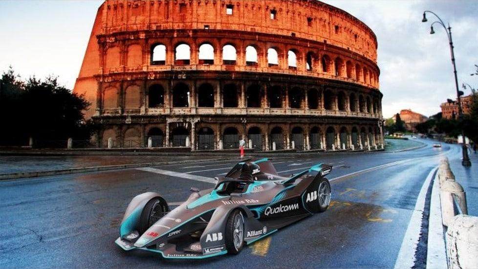 Prime immagini delle vetture elettriche per la quinta stagione della Formula E. Aumenta la potenza e viene introdotto il sistema di protezione Halo.