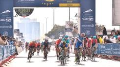 Ciclismo, Dubai Tour: Viviani vince in volata la seconda tappa