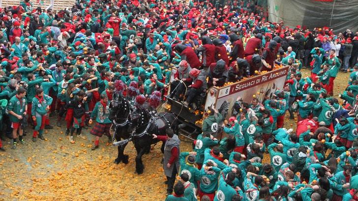 Torna il Carnevale d'Ivrea con la sua Battaglia delle arance