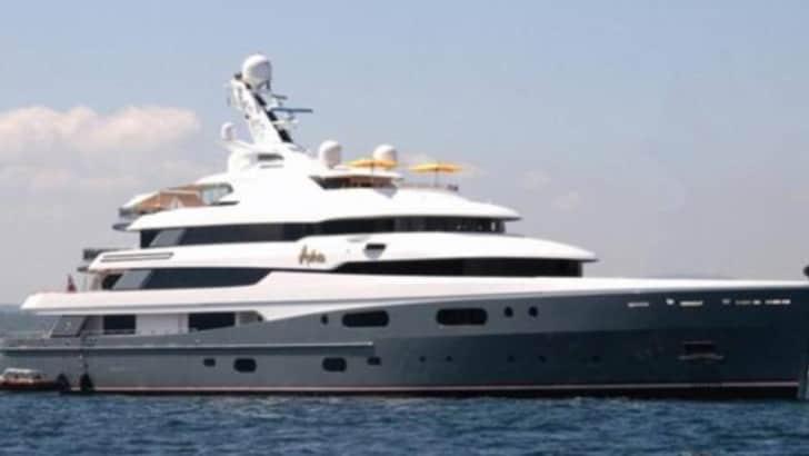 Chi è Joe Lewis, il proprietario del Tottenham che vivesu uno yacht