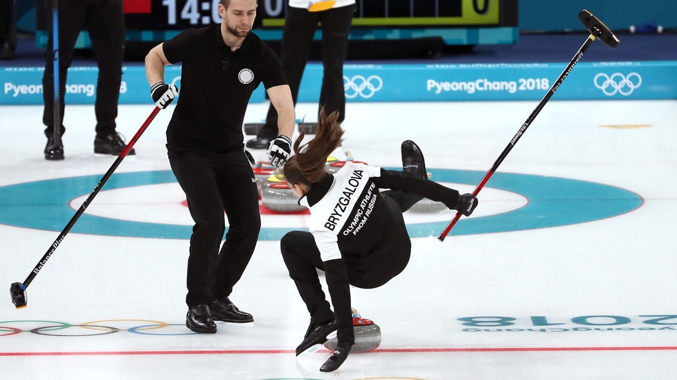 La Russia ha vinto la medaglia di bronzo nel doppio misto del curling ai Giochi Olimpici di PyeongChang 2018 grazie alla coppia composta da Anastasia Bryzgalova e Aleksandr Krushelnitckii, sposatisi l'anno scorso. Durante la gara, però, c'è stato un'inconveniente per la ragazza caduta dopo essere scivolata sul ghiaccio
