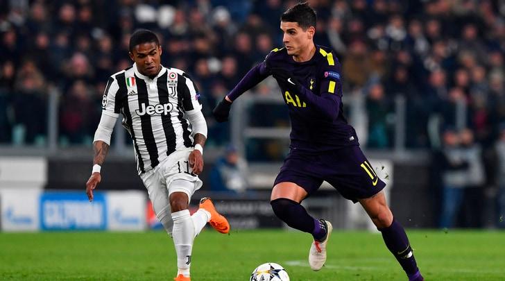 Juventus, Douglas Costa alla Matuidi: l'esperimento dura 45 minuti
