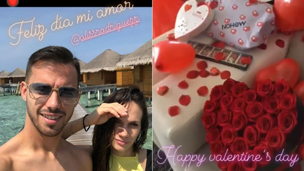 Suso regala fiori, palloncini e petali rossi alla sua amata