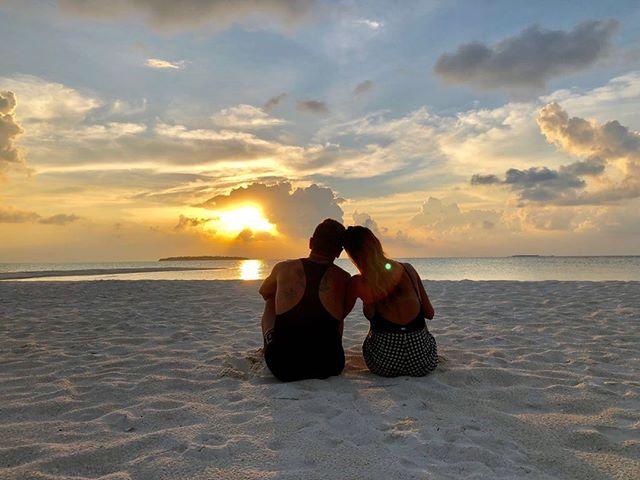 Alejandro Gomez e sua moglie Linda in spiaggia