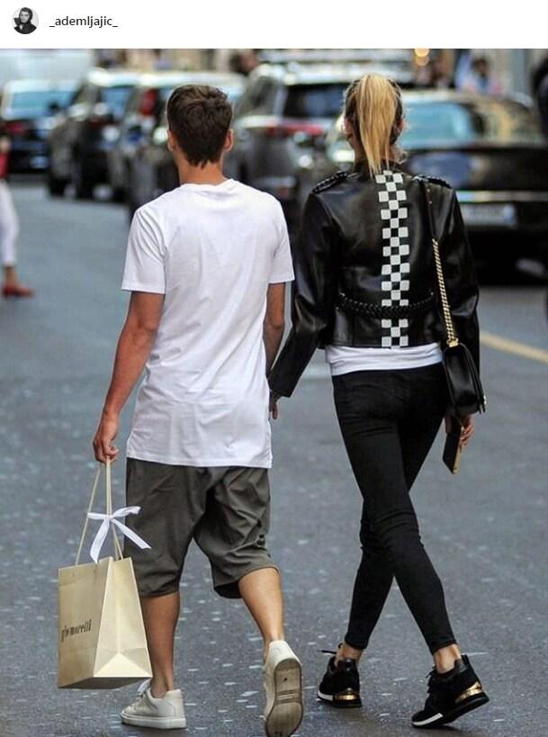 Ljajic con la sua compagna a passeggio
