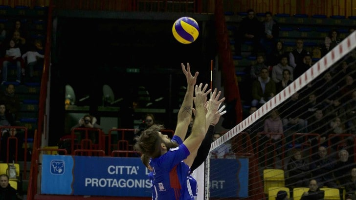 Volley: A2 Maschile, Pool C, successi in trasferta per Catania e Castellana Grotte
