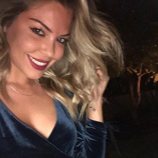 L'ex bomber continua a postare foto sul proprio profilo Instagram con l'ex velina bionda