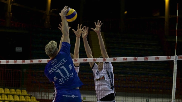 Volley: A2 Maschile, Pool C, la Materdomini.it vince il derby e vola in testa